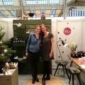 Xenia von Minimarkt und Steffi von Ohhhmhh präsentieren ihre Produkte