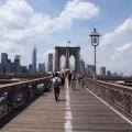9. Mit der Fähre zur Brooklyn Bridge fahren und dem Big Apple entgegenlaufen