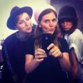 Das obligatorische 9-Uhr-morgens-Selfie mit Fotografin Sevda und Hair/Make-up-Artist Anna