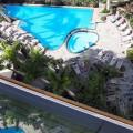 Blick von der Dachterasse auf den Pool